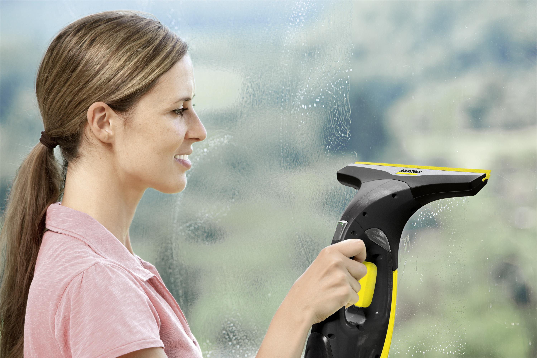 Umývanie okien s Kärcher-WV 2