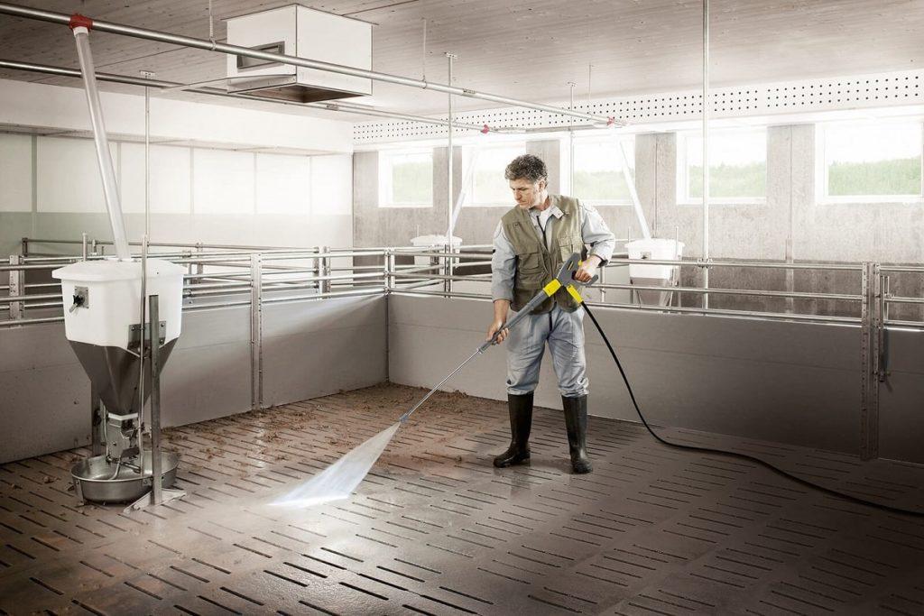 Čistenie podlahy s vysokotlakovým čističom Karcher