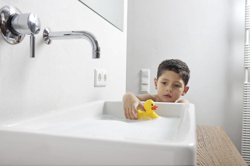 bathroom_children_playing_oth_2_96 dpi (jpg)
