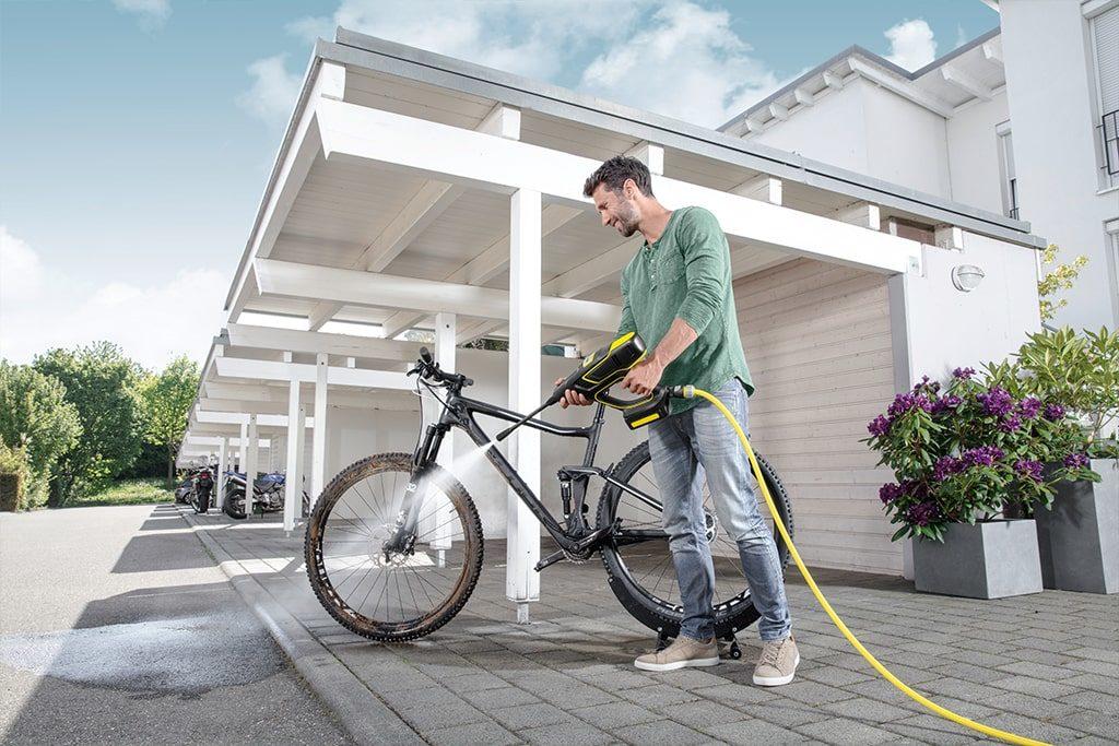 Čistenie bicykla s ručným tlakovým čističom