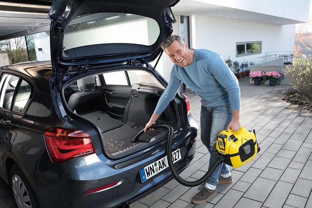 Vysávanie auta - akumulátorový vysávač Kärcher WD1