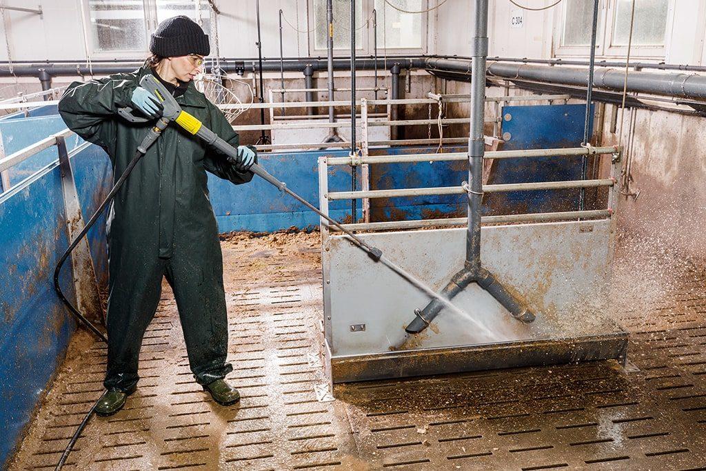 Čistenie chlieva vysokotlakovým čističom