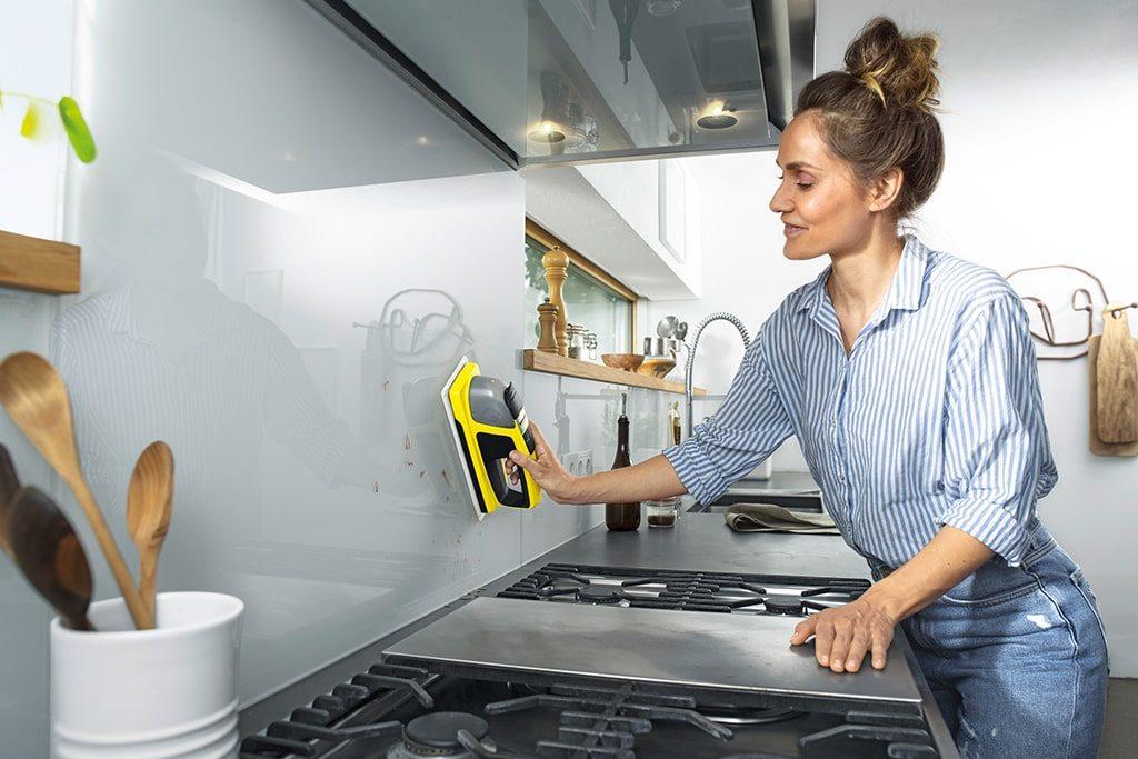 umývanie kuchyne aku stierkou Karcher