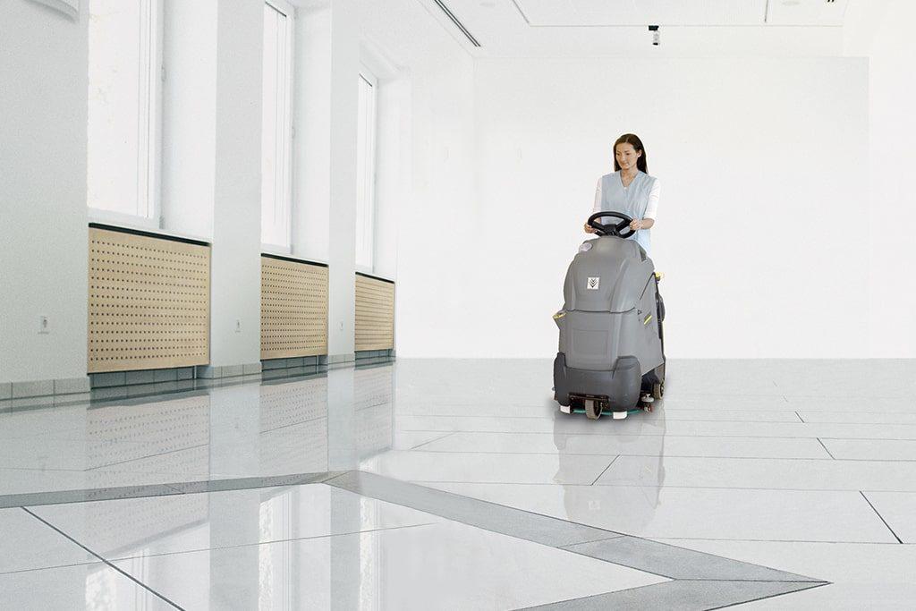Umývanie podlahy strojom Kärcher BD 50/40 RS Bp Pack